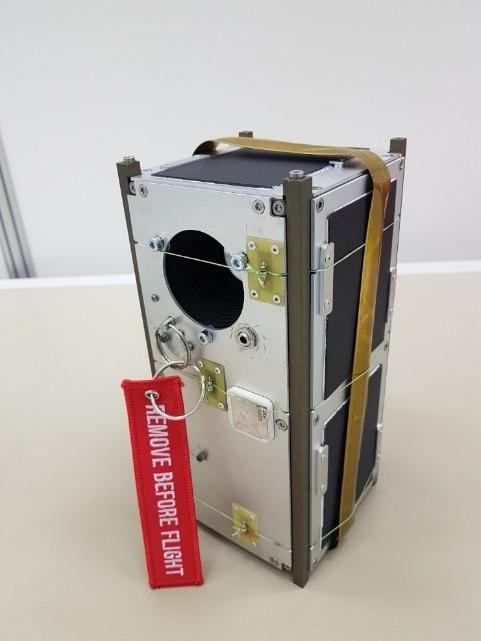 AMICal Sat prêt à être intégré dans sa boîte de lancement (POD) © T. Sequies / CSUG