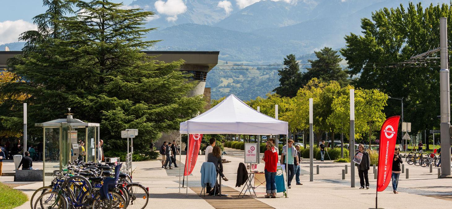 Accueil information à l'Université Grenoble Alpes, photo agence Prisme