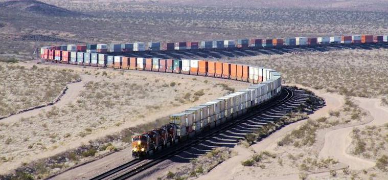 Train « géant » de marchandise  ©Eric Rench