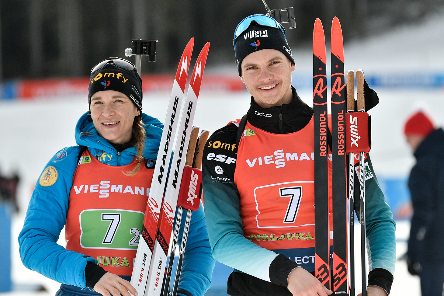 Emilien Jacquelin et Anaïs Bescond le 25 janvier 2020 lors de leur victoire en coupe du monde à Pokljuka Mount (Slovenie) © Shutterstock