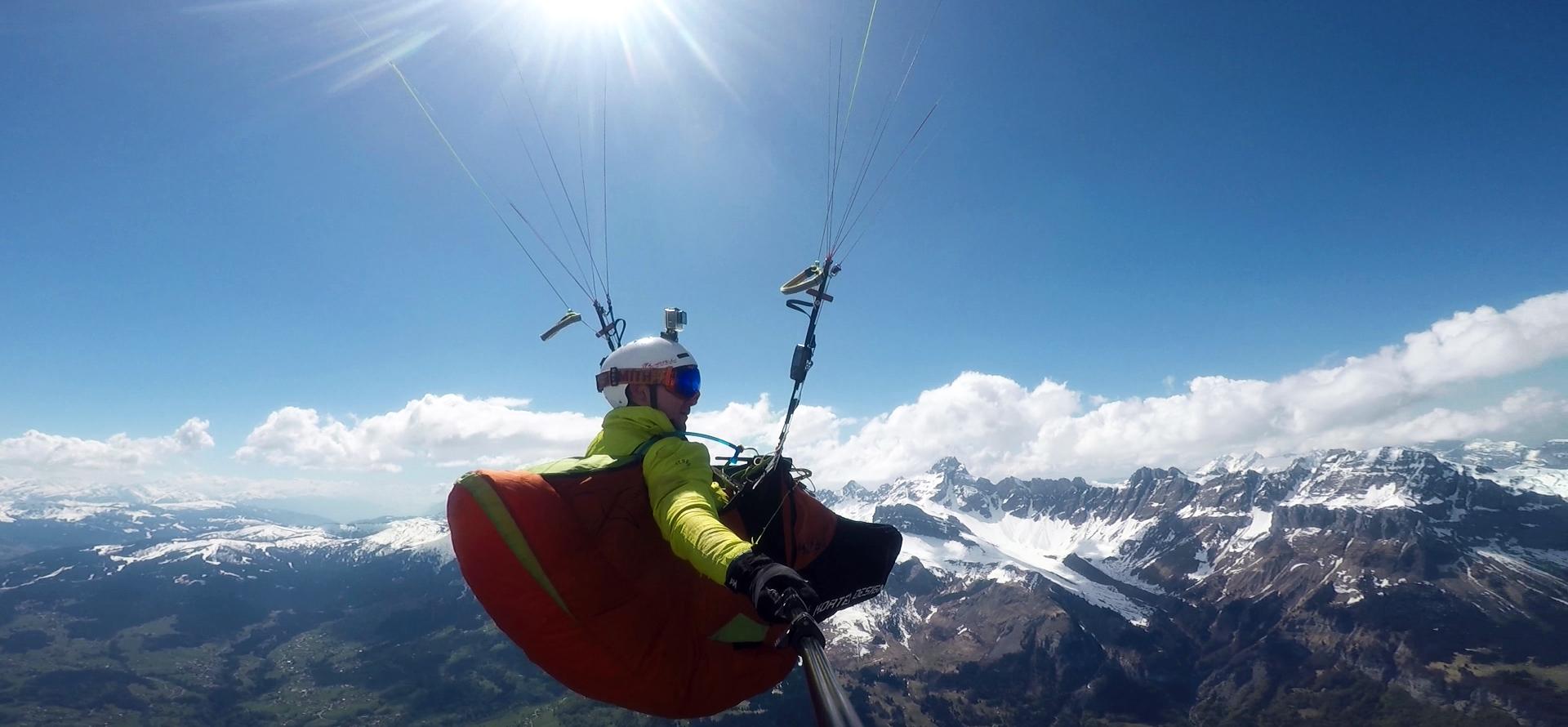 Nicolas Plain au dessus des Alpes © N. Plain