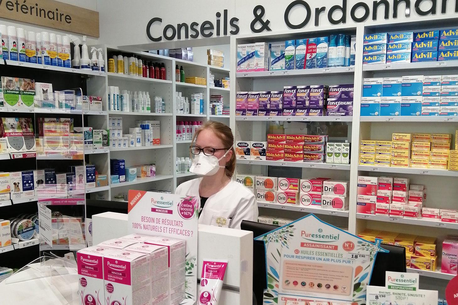 En stage de fin d'études en officine, Aylin Cenkciler fait partie avec les pharmaciens d'un maillon essentiel dans la prise en charge des patients.