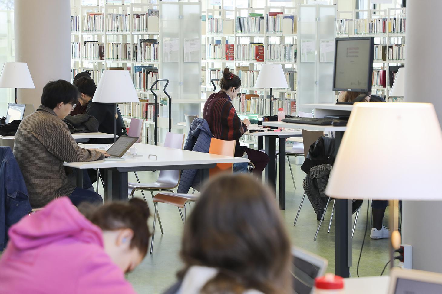 La bibliothèque universitaire sur le campus de Saint-Martin-d'Hères