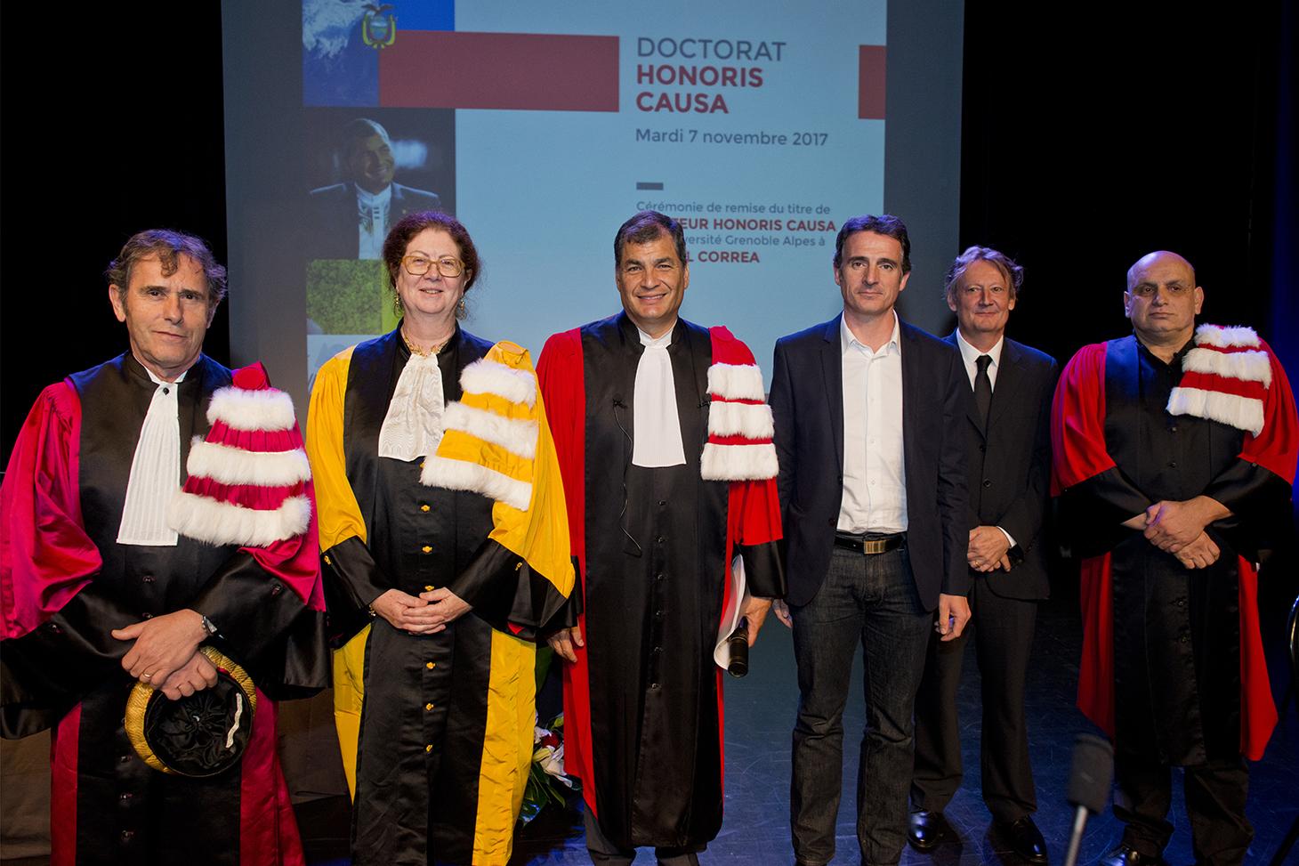 De gauche à droite : Patrick Lévy (président de la communauté Université Grenoble Alpes), Lise Dumasy, Rafael Correa, Eric Piolle (maire de Grenoble), Pierre Berthaud et Michel Rocca
