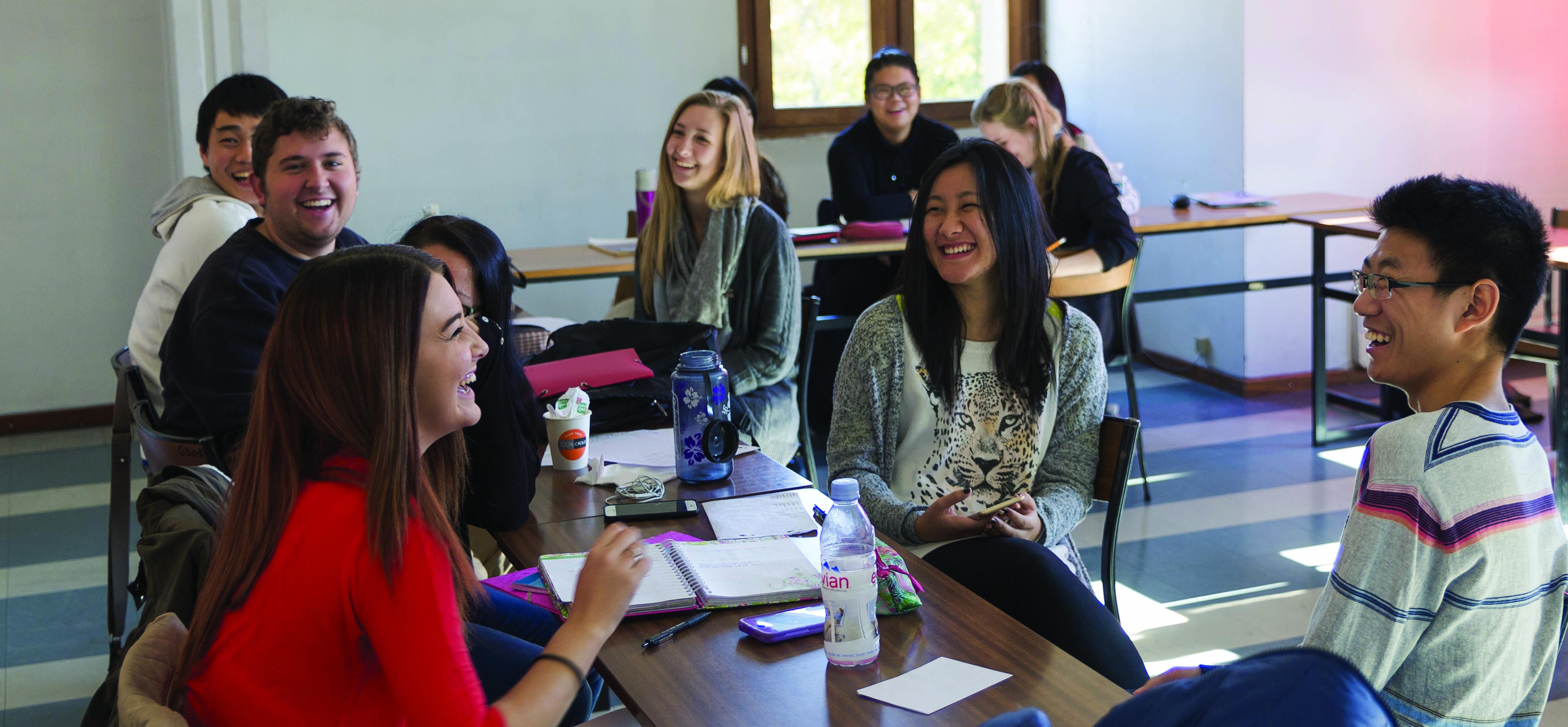Des étudiants internationaux en cours de français