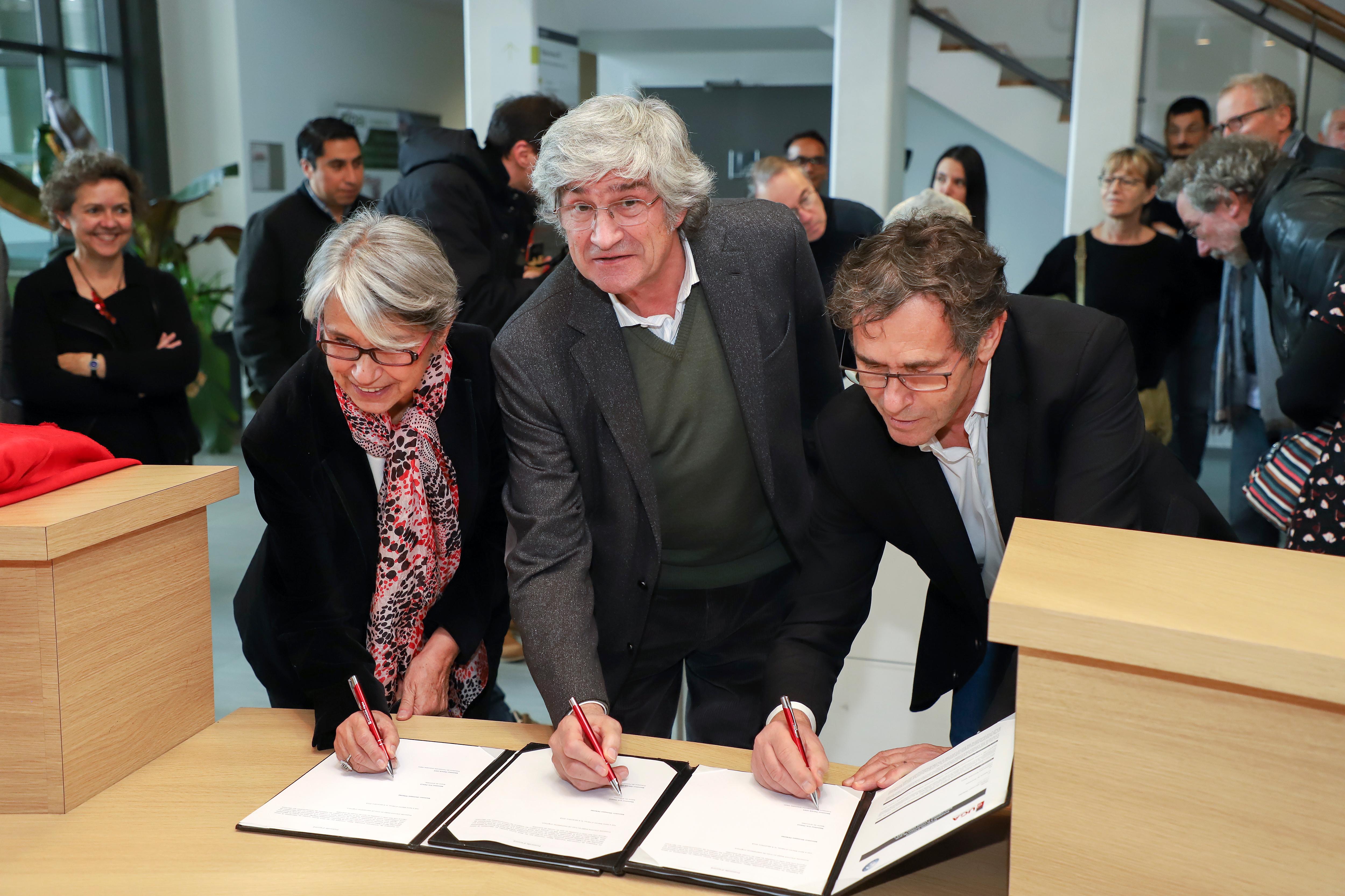 Signature du protocole d'accord entre l'artiste, la Ville de Grenoble et l'Université Grenoble Alpes