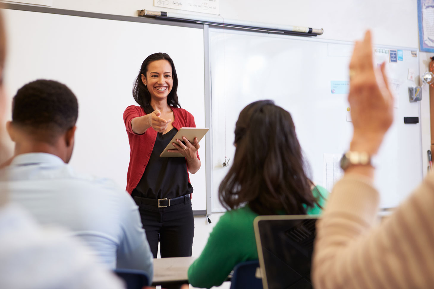 Une enseignante avec ses étudiants