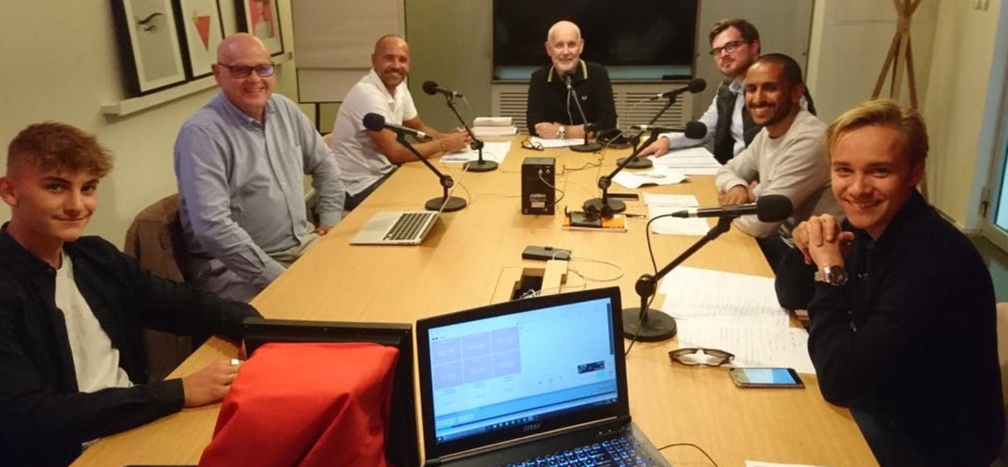 Dans les studios de Moustic Audio Agency, trois générations autour des micros… pour parler du rap. Thierry Imberty / Moustic
