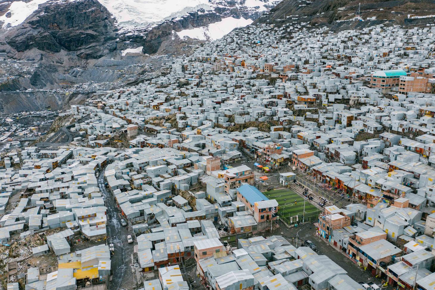 La ville péruvienne de La Rinconada à 5300 mètres d'altitude ©Tom BOUYER