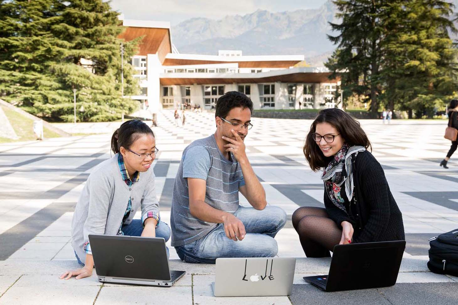 Des étudiants sur le campus de Saint-Martin-d'Hères