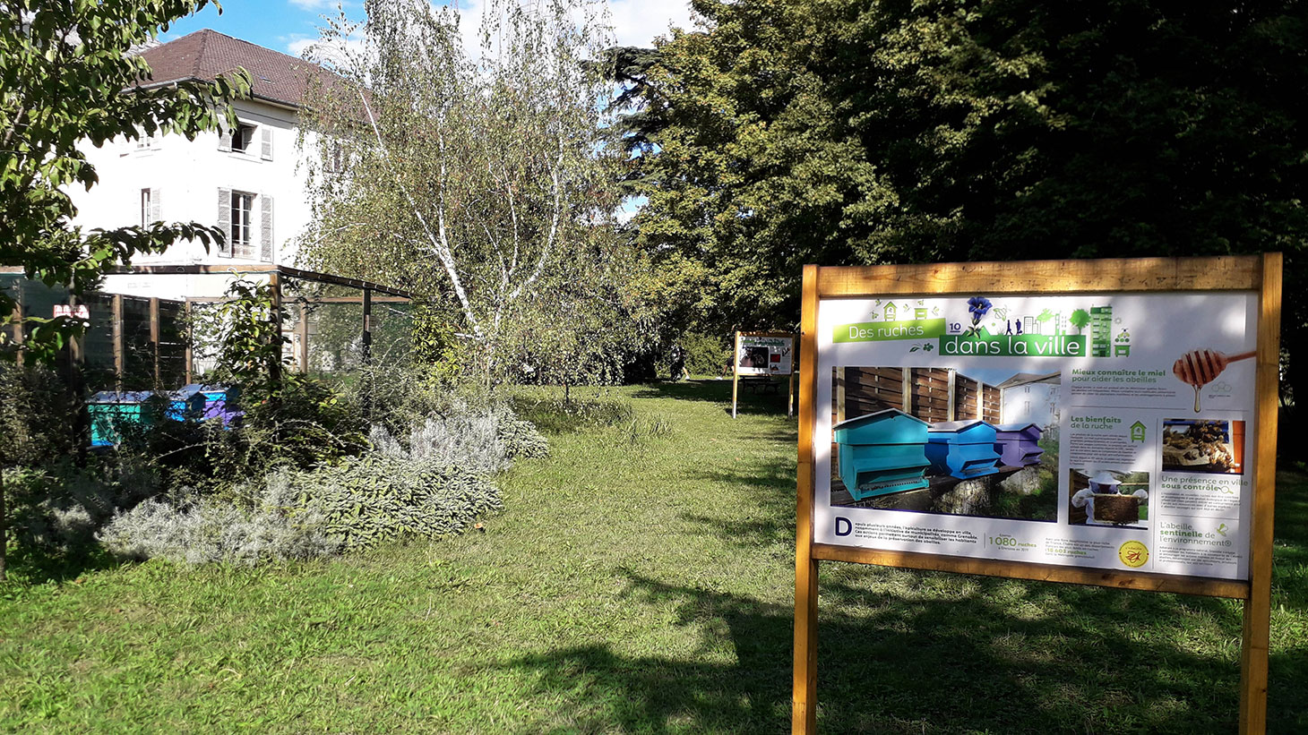 Photo de l'exposition dans le Jardin Dominique Villars