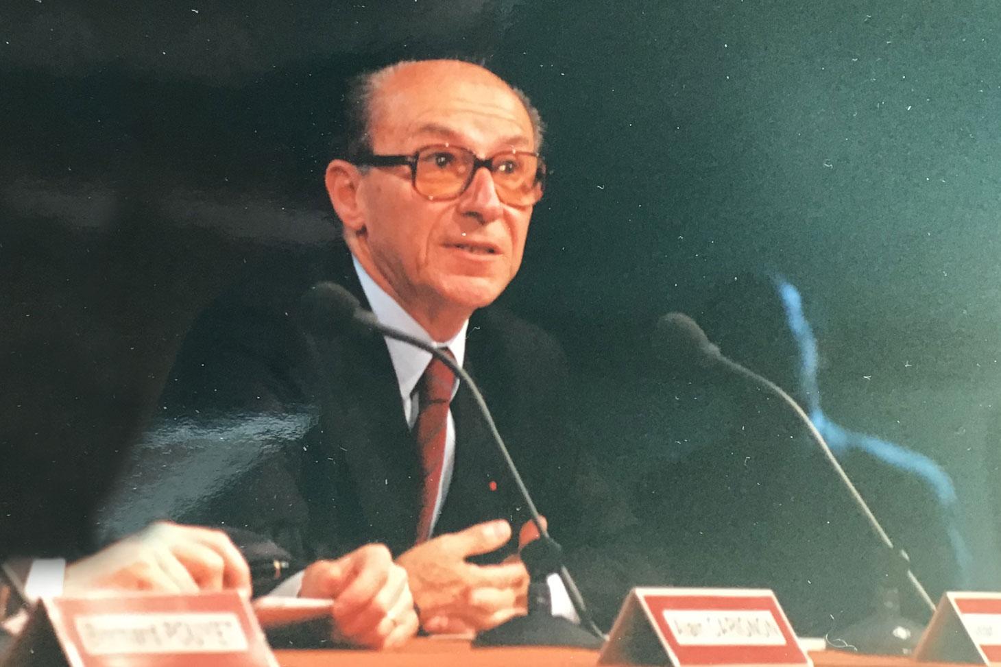 Le professeur Jean-Louis Quermonne, le 18 juin 1991, lors de la cérémonie officielle de dénomination de l'Université Grenoble II, devenue en 1990