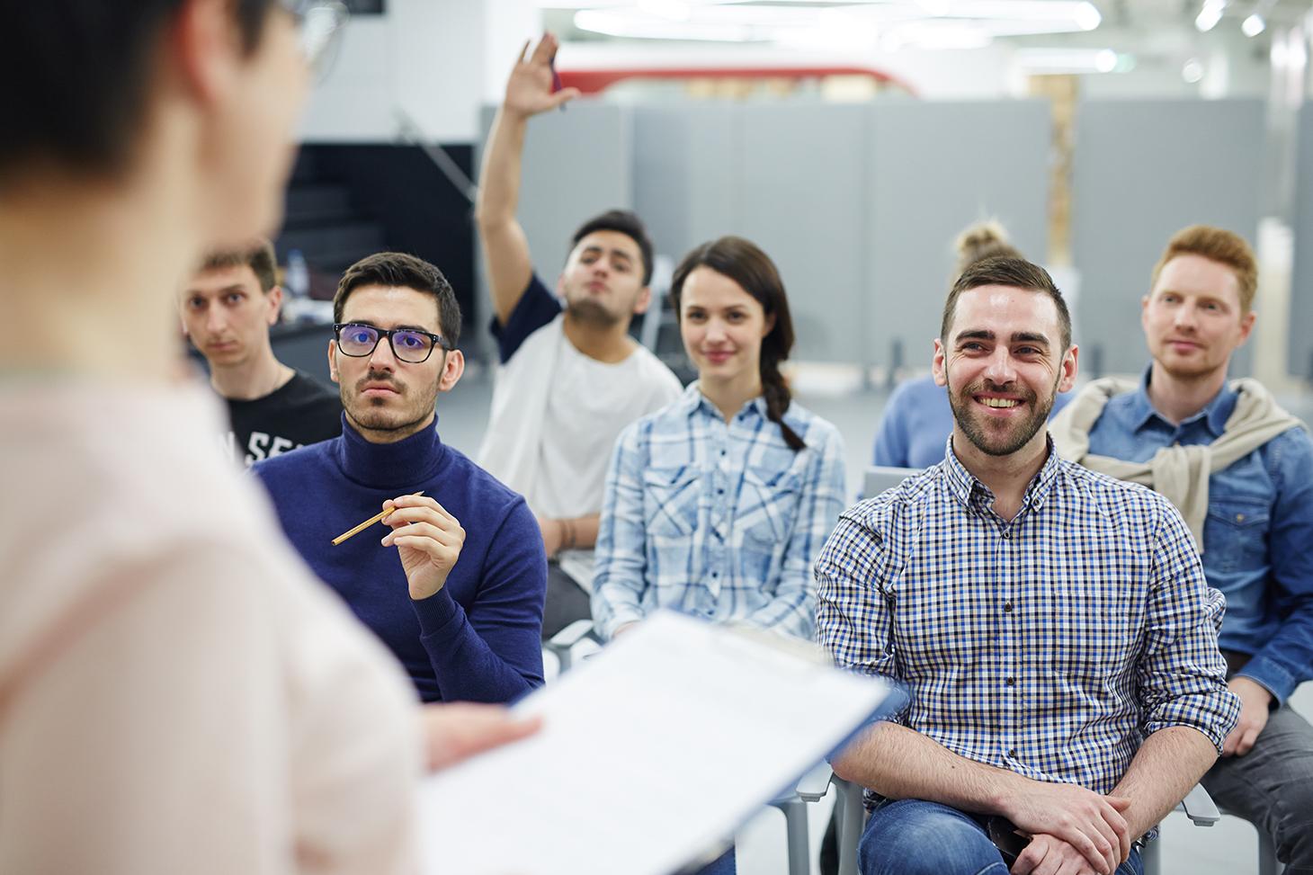 Un groupe d'étudiants en classe