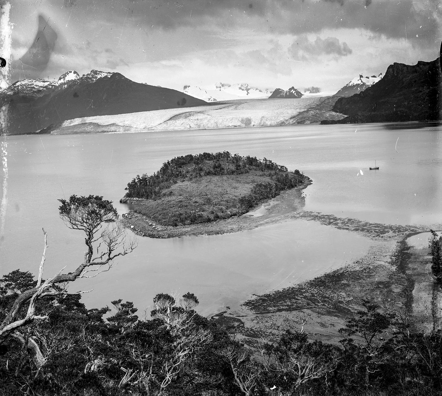 Bahia Ainsworth et Glacier Marinelli, février 1914 © Alberto de Agostini, Salesian Musée Maggiorinno Borgatello, Punta Arenas, Chili
