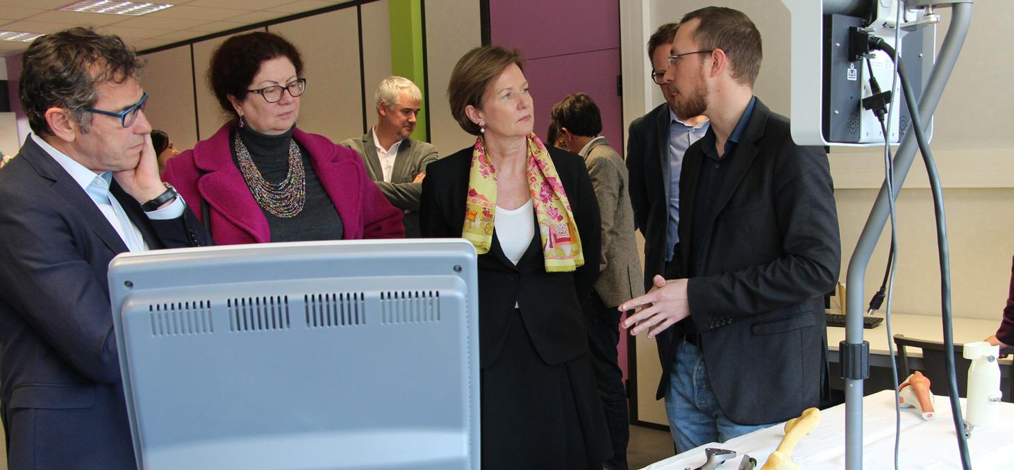 Sylvie Bove, CEO de l'EIT Health a visité Biopolis le 10 mars 2016.