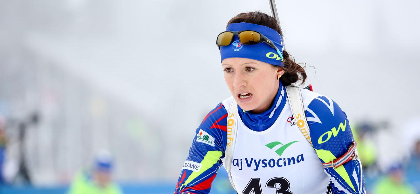 Etudiante pratiquant le biathlon en compétition