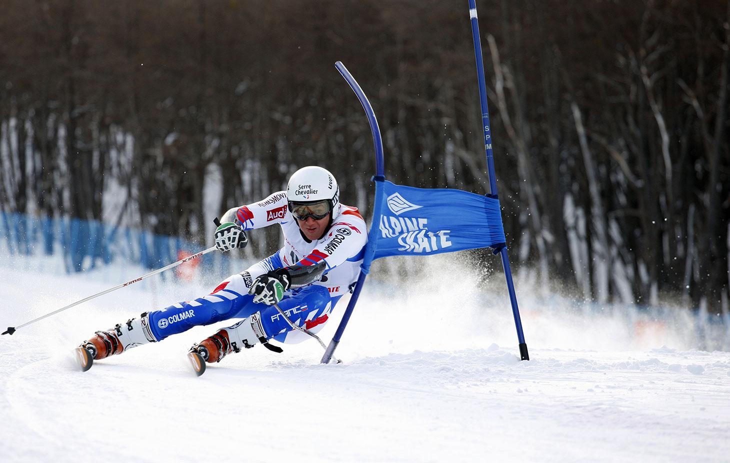 Skieur lors d'une compétition de slalom. Crédits Fondation UGA